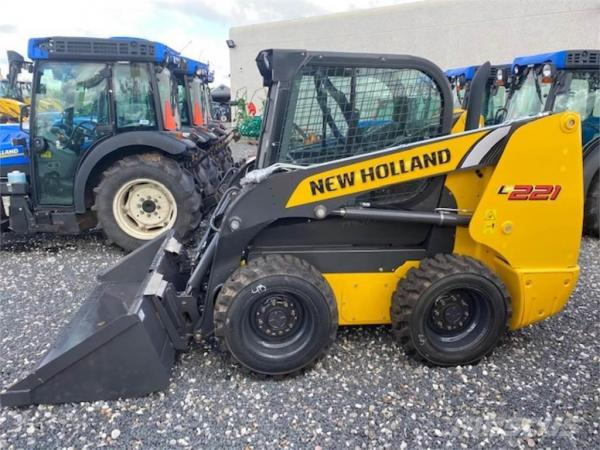 Мини-погрузчик New Holland L221