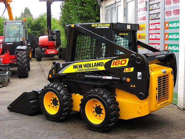 Мини-погрузчик New Holland LS160